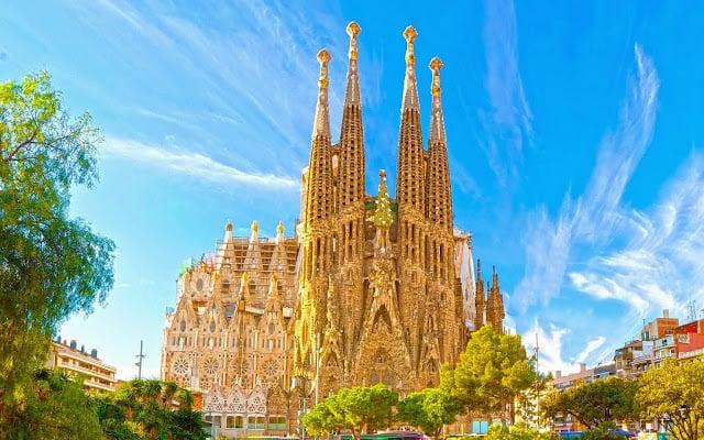 Cómo ahorrar mucho en Barcelona y en España