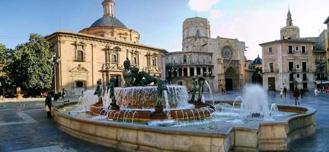 Fuentes de la ciudad refrescan el centro durante el verano