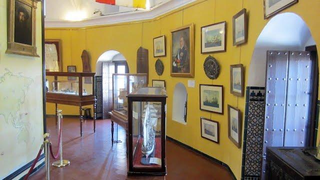 Museo Marítimo en el interior de la Torre del Oro