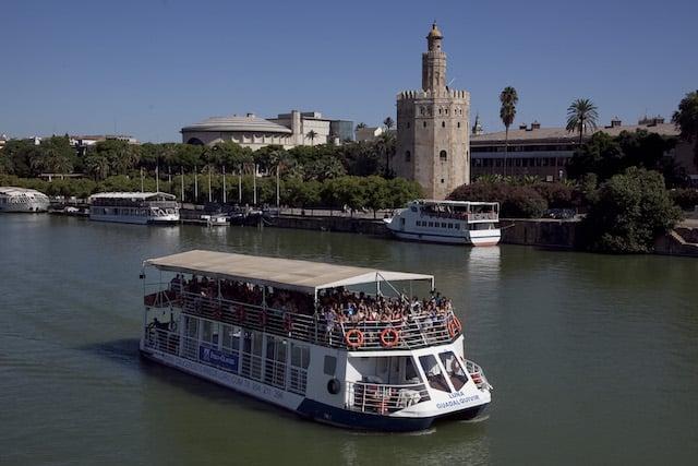 Paseo en barco por el Rio Guadalquivir