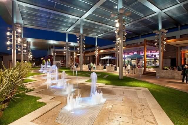 Decoración del centro comercial La Maquinista - Barcelona